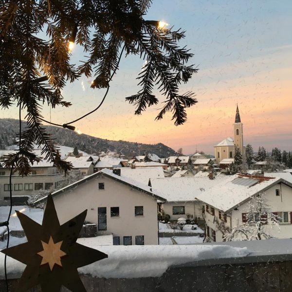 Alberschwende at its best! Juhuuu wir haben Schnee! #alberschwende #schneeschuhwandern #VonBuchNachAlberschwende #schneiderkopf #rodeln ...