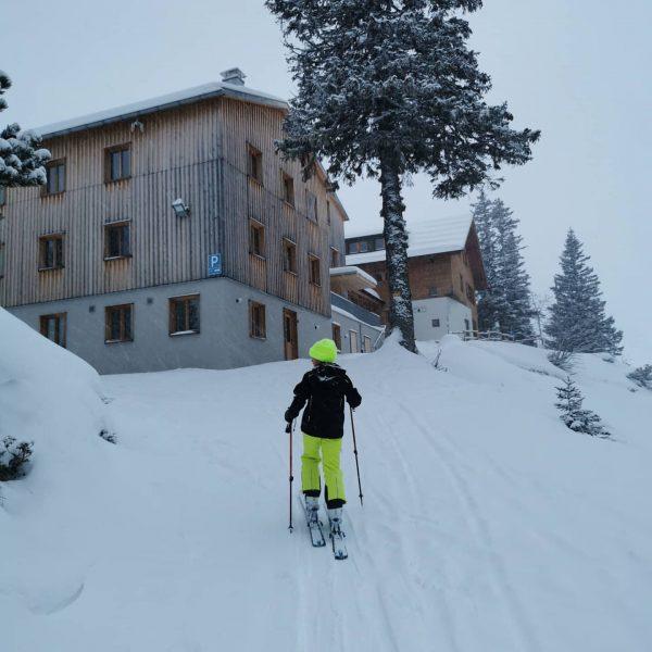 #lockdownbeschäftigung #schneegestöber #meinmontafon #lindauerhütte #kinderskitour #skitourenmitkindern 😍🎿
