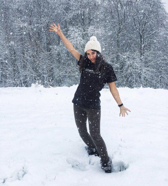 Filmproduzentin Selina Nenning schickt uns feierliche Shirtynalegrüße aus dem verschneiten Vorarlberg ✨🎄 #happholidays ...