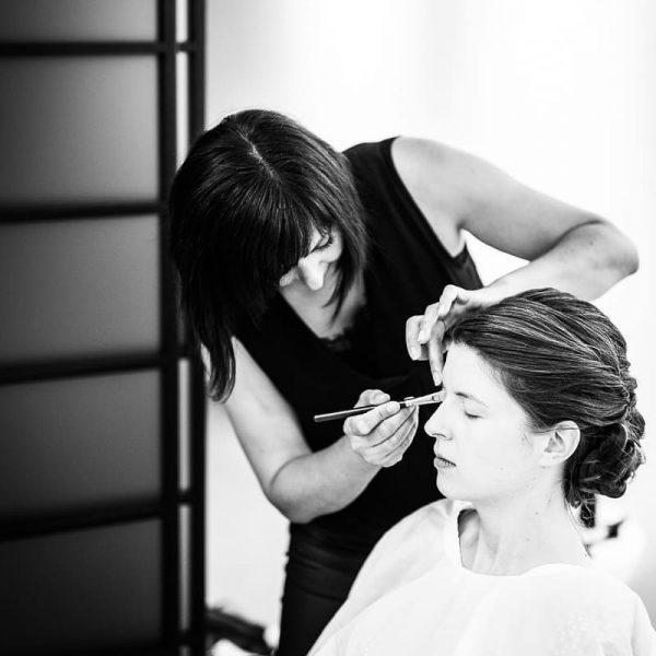 Bridalstyling in the making 📸@matthias.rhomberg #bridalstyling #updo #makeup #bridalmakeup #bridalmakeupartist #bridalhair #hairstyling #temptueuropa ...