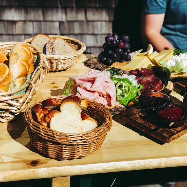 Auf der Kaltenberghütte gibt es lokale Köstlichkeiten, die meisten aus einem Umkreis von ...