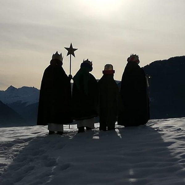Die Heiligen Drei Könige brachten Gold, Weihrauch und Myrrhe als Geschenk für das ...
