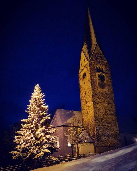 Kirche Mittelberg ⭐🌠 #villavalluga #mittelberg #kleinwalsertal #kirche #wintet #holiday #corona #schön #liebe #schnee ...