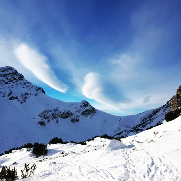 Neues Jahr taufrisch! Morgendliche Schwünge zur Begrüßung 2021!!!🍀⛷🎉 Das Amatschonjoch im Skigebiet Brandnertal, ...