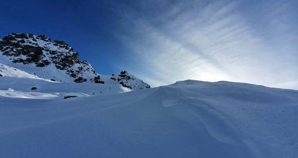 Solo on tour again 2442 m. SCHLAPPINER SPITZE / Gargellen #andreaskuenkderfotograf #mamuasswissawosamschönschtaisch #monturaadventures ...