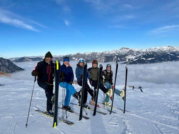 Heute haben wir uns zu Mittag noch spontan entschieden auf die Skier zu ...