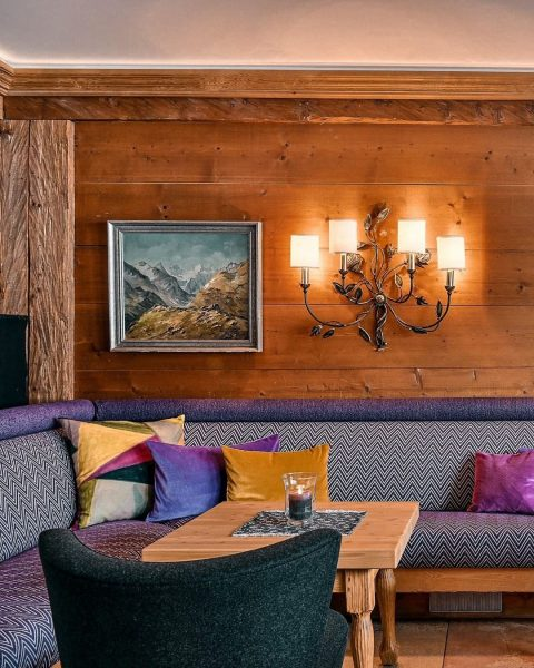 👉🏼 swipe to see the lounge area. Our lounge area is very cozy. ...
