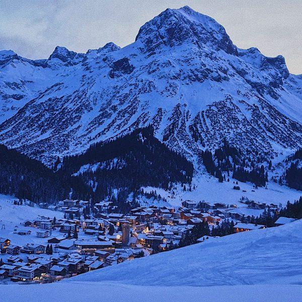 Abendstimmung in #lechzuers Heute war ein sehr schöner Tag am #arlberg ☀️ ☀️ ...