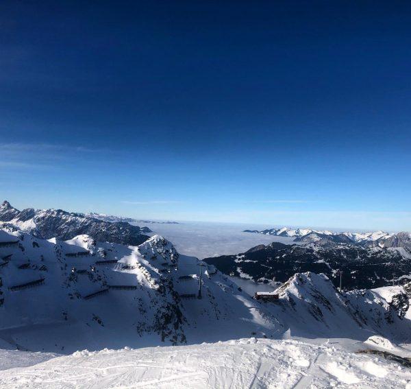 Mountain fog and white peaks #bluesky #fog #snow #sun #beautiful #picoftheday #mountainlove #mountainview ...
