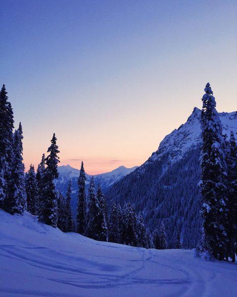 Meine Definition von Glück...an verschneita Sunnaofgang i da Berg...a schöne Erinnerung.✨Die letzten Tage ...