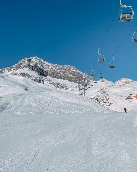 Blue Bird Days 🐦 Our favourite slope at the moment? Rotschrofen! But all ...