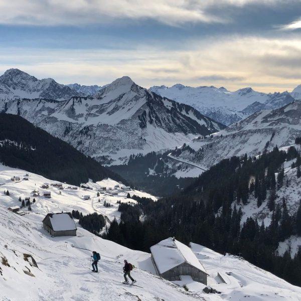 #schneelandschaft Verzaubert liegt die Welt in weiß. ❄ 📸 @forest_lightning #damuelsfaschina #visitbregenzerwald #visitvorarlberg ...