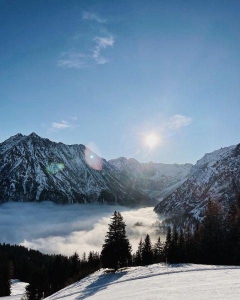 Über den Wolken ☁️✨ Blick Richtung #lünersee 🤩 #rätikon #bergbahnenbrandnertal #wunderbarertag #bergespüren #überdenwolken ...