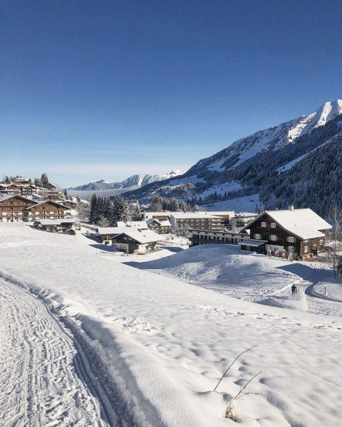 #closedbutclosetoyou I Auch ein wunderbarer Blick beim Winterspaziergang im Tal: Richtung Taleingang, über ...