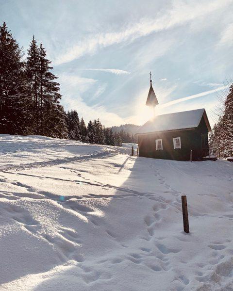 Kitschig und einfach ein #winterwonderland 😅😍. Schön war's und hat gut getan. #winterwanderung #gemeinsam #snow #hiking #visitaustria...