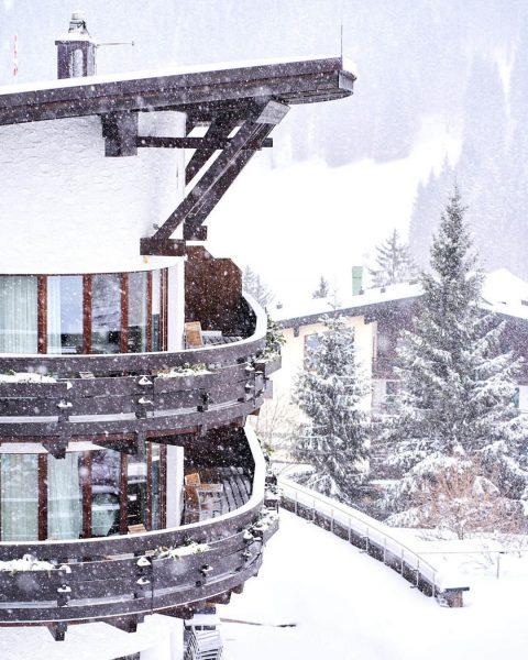 #closedbutclosetoyou I Weiche dicke Schneeflocken fallen bei uns im Kleinwalsertal und lassen sogar ...