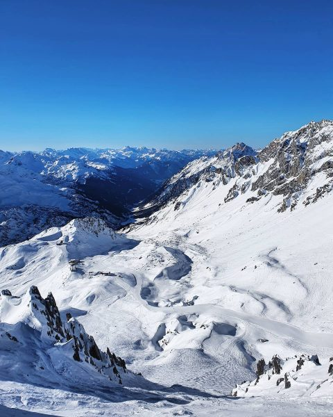 ⭐ONE ARLBERG⭐ What a dreamday again in the mountains! 💙 And now: ❄SNOW❄ is coming!! . ....