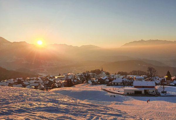 Winterwanderung und Rodelspaß in Übersaxen ☀️❄🛷 Wir haben an Wochenende das traumhafte Wetter ...