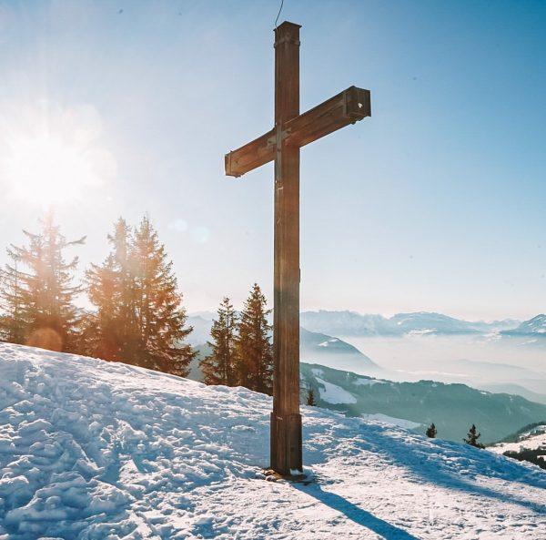 Gipfelglück ☀️ . . . . #gipfelstürmer #gipfelkreuz #gipfelkreuzstore #schneezauber #winterwonderland #wintertime #austria ...