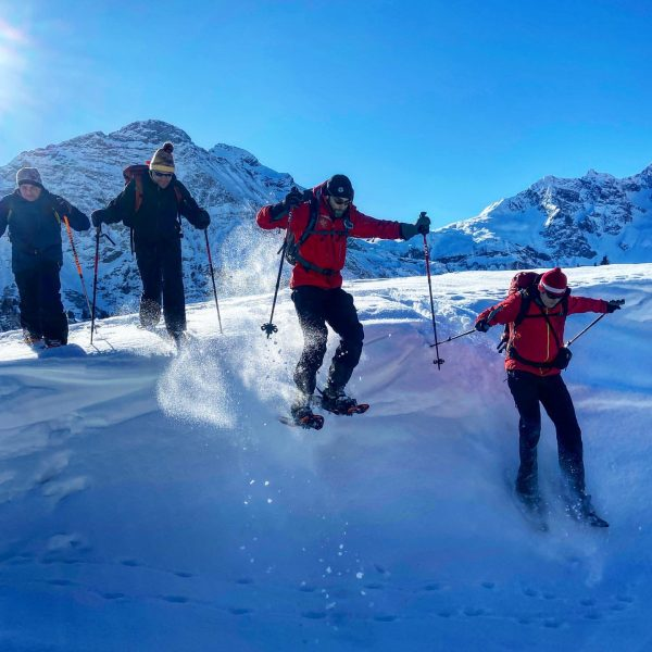Unterwegs bei bestem Wetter und traumhaften Pulver im #bregenzerwald. Im Rahmen des Ausbildungskurses zum Winterwanderführer erhielten die...