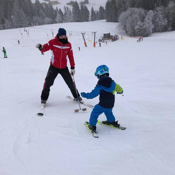 Einzelstunden sind möglich. 🏂⛷️⛷️ Wir freuen uns auf Ihren Anruf 😊❄️⛷️ #zauberstab #skischuleschwarzenberg ...