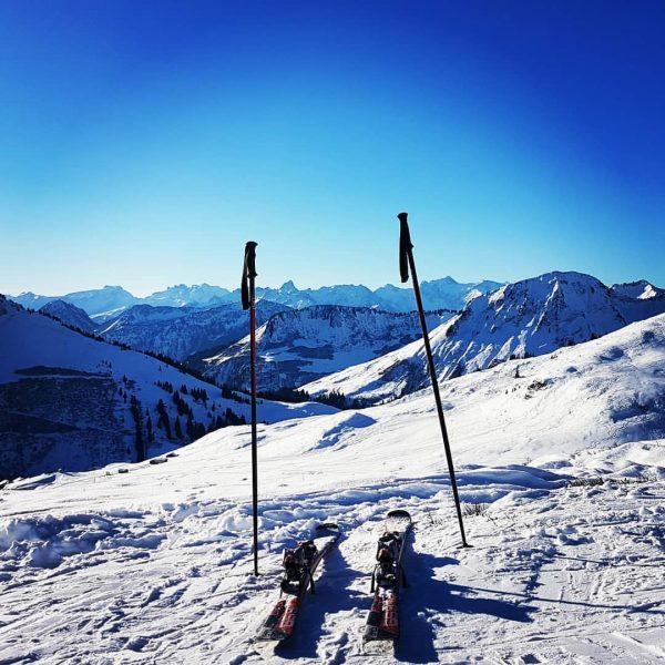 Traumhafter Skitag @icetea1980 & @wasabile75 on tour ⛷☀️❄ #skifoanisdesleiwandste #wosmasichnurvurstellnkann #skiing #snow #winter ...