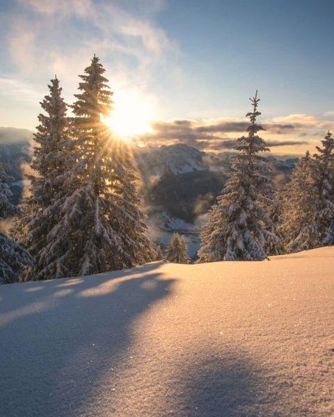 Sunsets in a Winterwonderland on my home mountain 🏔️☀️ . . . #baumgarten #bodensee #lakeofconstance #bezau #bregenzerwald...