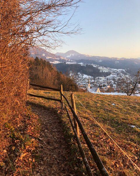 #nofilterneeded 🌅 . . . #vorarlberg #visitaustria #austria #visitaustria #sonne #sun #sunset #wald #forest #naturephotography #nature #natur...