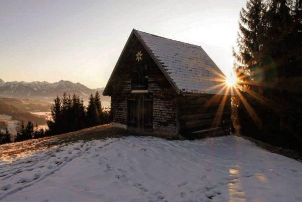 Die letzten warmen Sonnenstrahlen #austria #vorarlberg #visitaustria #discoveraustria #visitvorarlberg #vorarlbergtourismus #hikingtheglobe #hiking #awesomeearth ...
