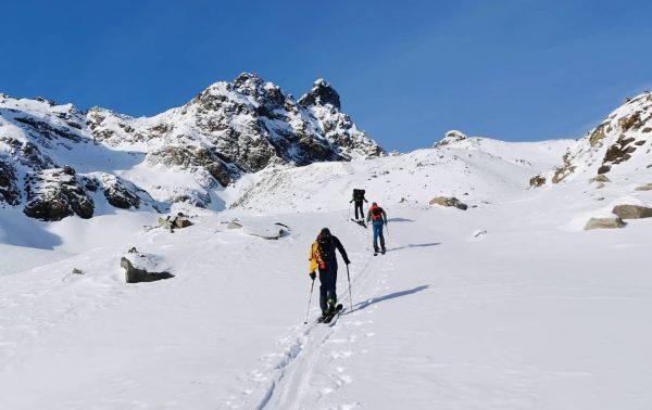 Another fantastic skitour in the #bielerhöhe 🙌🏼 @tschofen_lucas @bjoernborck @jonaseiselt #salomon #meintraumtag #meinmontafon ...