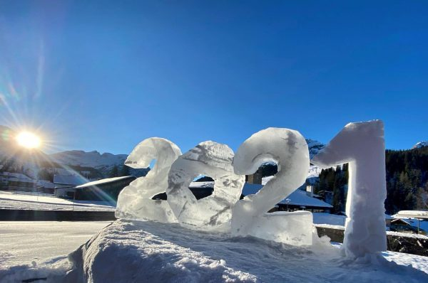 Jetzt schnitzen wir schon Eis & Schnee#alpenlandlech #2021 #lechzuers #eisfiguren #eis #seeyousoon Lech Zürs am Arlberg