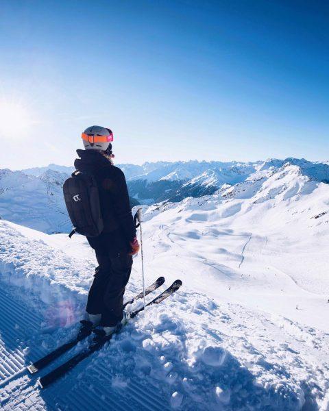 It's dumping and i am ready...🙏🏻😍 #nomorewordsneeded #powder #snow #skiing #girlsdoski Montafon