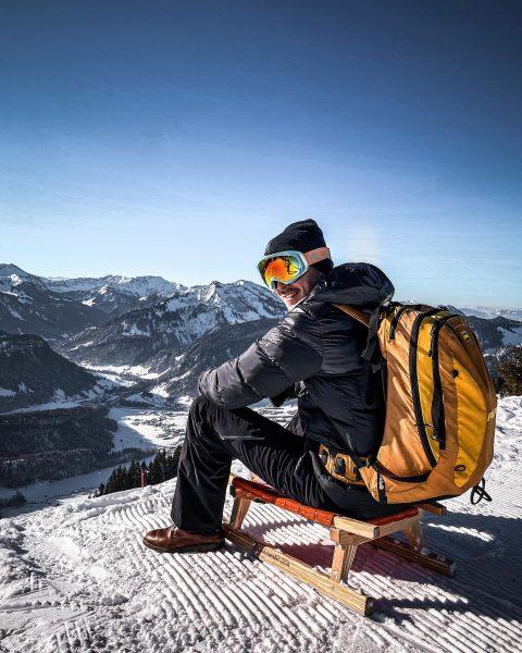 Auf die Schlitten, fertig, los 🏁 #vorarlberg #schnee #schlittenfahren #rodeln #bezau #winterwonderland #winter ...