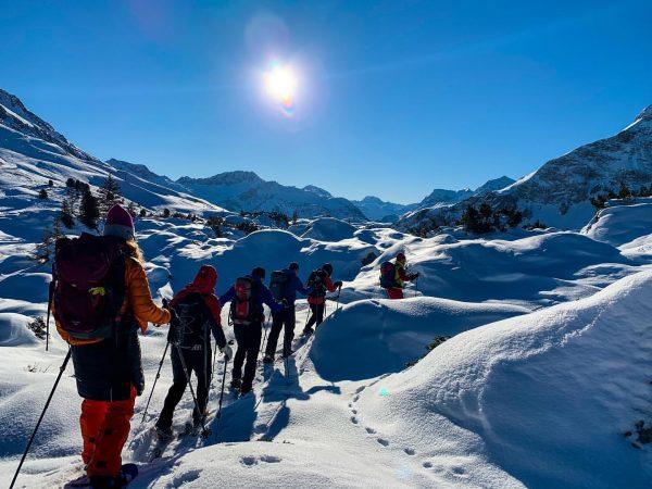 #snowshoeing & learning with @bergpartner_vorarlberg ... 🙏🏻 to @hannodonz , @lukas_kuehlechner , @alex_klampfer , @lukas_rinnhofer & @helifotoguide...