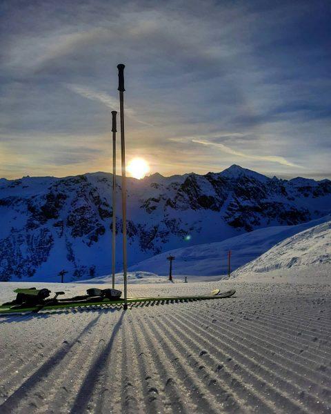 Nicht der Montag ist scheiße, sondern eure Jobs ... #seilbahntechniker . . . #bergwelt #bergverliebt #bergsüchtig #traumtag...