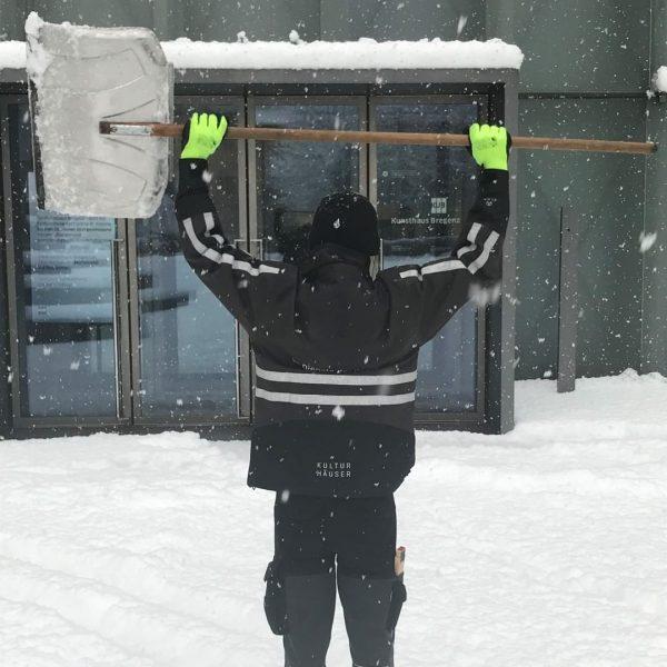 Always in your Service! Also when it's snowing! #kunsthausbregenz #visitbregenz #winterwonderland