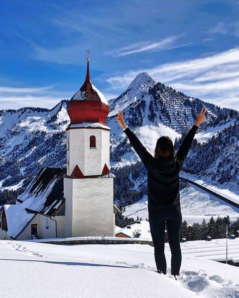 Mit beiden Beinen tief im Schnee 😂☃️ #damüls #bregenzerwald #ländle Damüls