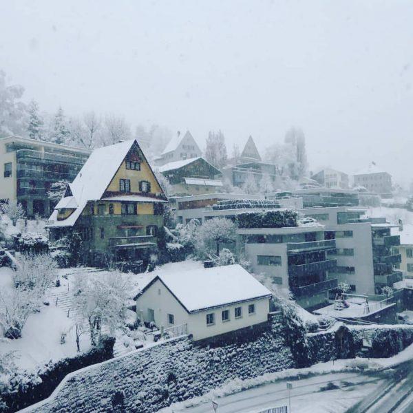 #die #architektur #architecture #wunderschönestadt #travelphotography #travel #winter #kommtvorbei #alpen #alpenliebe #naturelovers #ig_europe #livingeurope #city #stadt #streetstyle #im...
