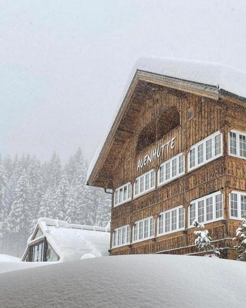 Wir lieben Schnee ❄️ . . #auenhütte #ifen #kleinwalsertal #vistvorarlberg #visitaustria #allgäu #wirliebenwinter ...