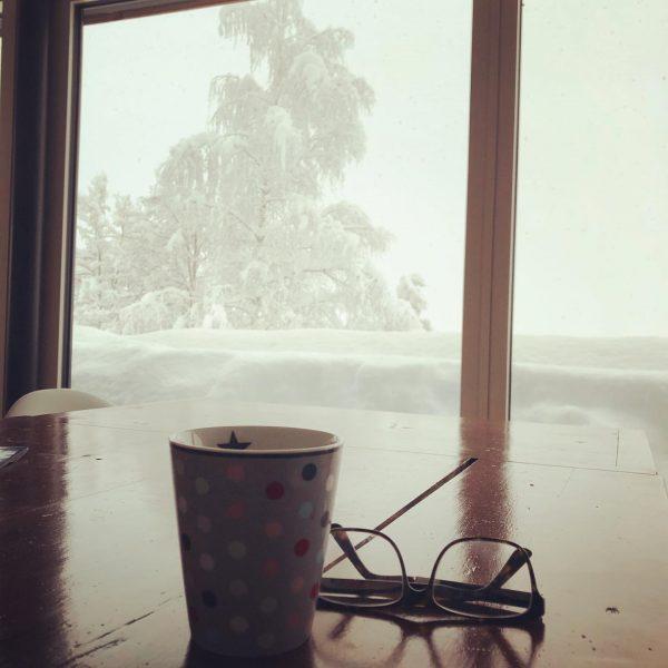 Wenn die Schneehöhe, die Tischhöhe übersteigt 😬 aber wahnsinnig schön draußen gewesen 😻 ...