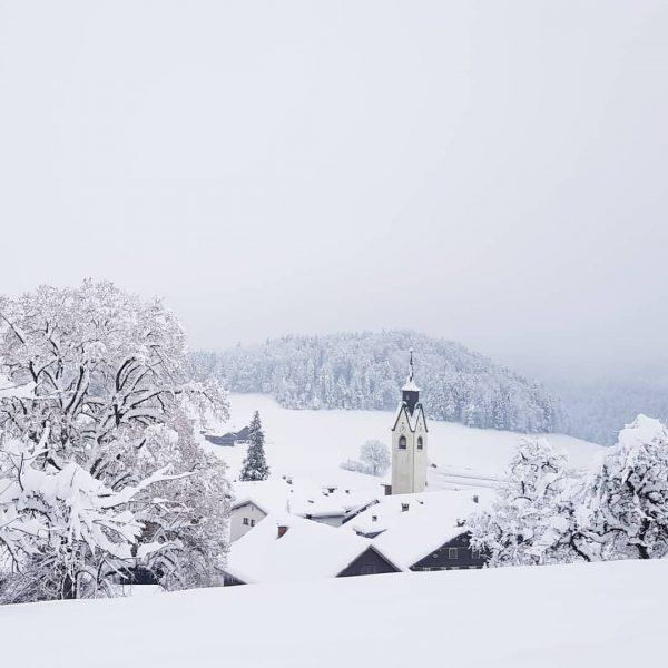 Schwarzenberg im weißen Kleid❄🌬 Wir senden euch schöne Grüße aus dem frisch verschneiten ...