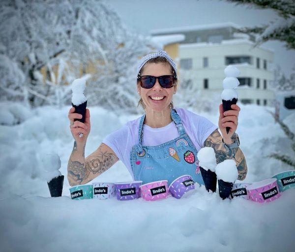 Ich wär bereit für den Sommer😎🍦🤣 Wünsche euch viel Spass in der Schneepracht ...