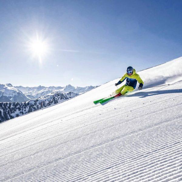 Ab morgen kannst du wieder die Pisten der Silvretta Montafon genießen und dazu der Sonne ☀️ entgegen...