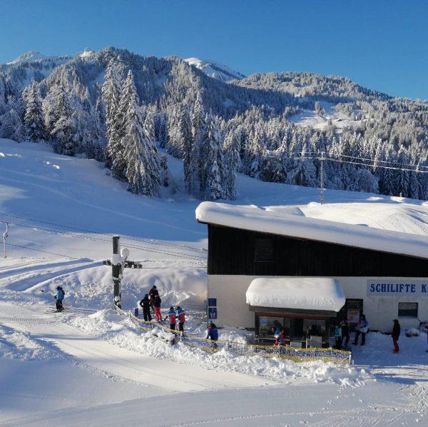 Skilift läuft in Sibratsgfäll am Krähenberg!Traumwetter! Schönes Wochenende! 🙏Ludmila für die Fotos ❄️🌞🎿⛷🏂🌞❄️🌞⛷🎿🏂❄️🌞❄️ ...
