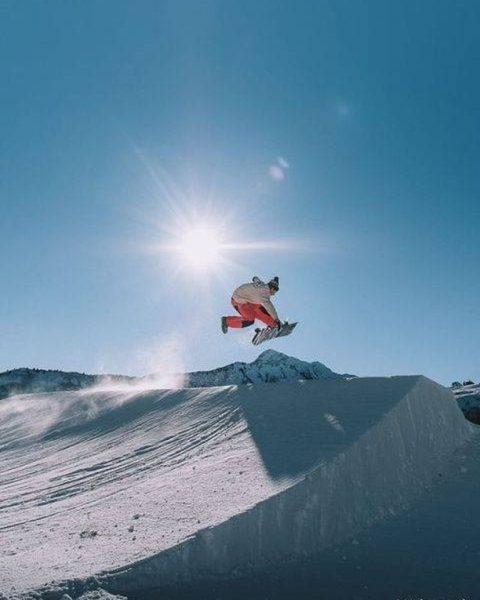 #snowpark Sprung ins Wochenende. 📸 @paul_mc_caul @snowparkdamuels #damuelsfaschina #visitbregenzerwald #visitvorarlberg Snowpark Damüls