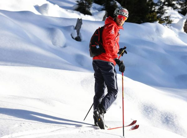 Ein Künstler Zeichnet mit dem Pinsel, ein Skibergsteiger mit seinen Schi!! 😜 #zahnstocher 📸@neue.tageszeitung #nomsportsfood #meinmontafon #montafon...
