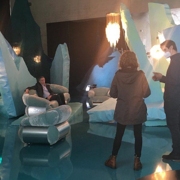 """Jetzt live! Behind the scenes. Thomas D. Trummer zur Ausstellung """"Seasonal Greetings"""" @visitbregenz ..."""