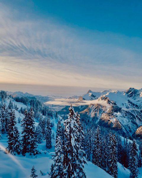 Abendstimmung am @sonnenkopfklostertal ☀️❄️ Unser Naturschnee und Familienskigebiet am Arlberg 👨👩👧👦☃️🎿🏂 #ichkam #ichsah ...