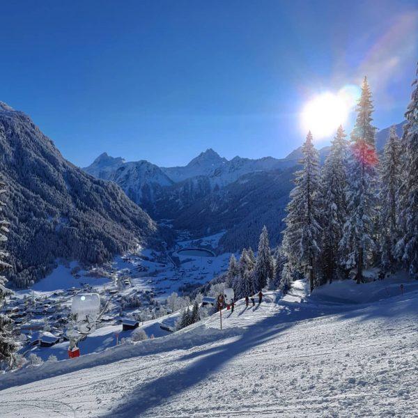 ... who needs vitamin ski? . . . #winterishere #snowlove #winterwonderland #powder #neuschnee #tiefschnee #bergwelt #bergverliebt #bergsüchtig...