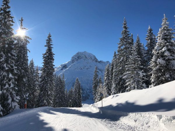 Wer wäre heute nicht auch gerne bei uns im wunderschönen Lech #skifahren #skiingisfun ...